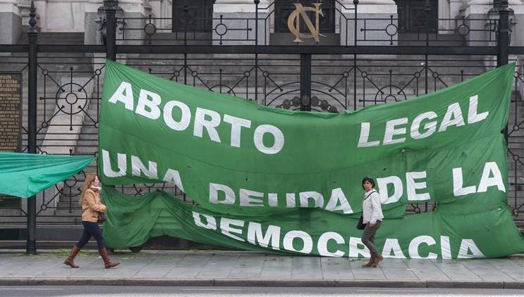Encuesta: opinión dividida sobre la despenalización del aborto