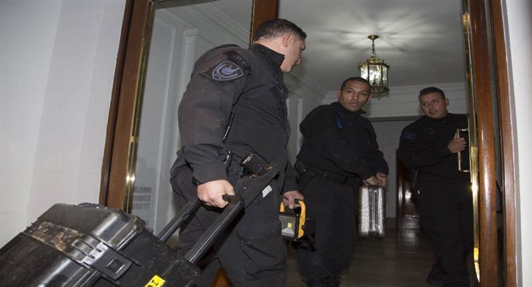 Allanamientos en el edificio donde vive Cristina