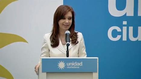 Cristina Kirchner sale al cruce del juez Bonadio