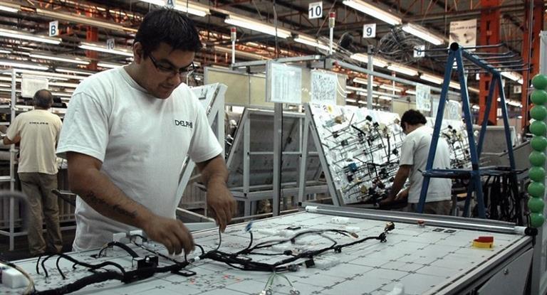 La producción industrial retrocedió hasta 8,7%