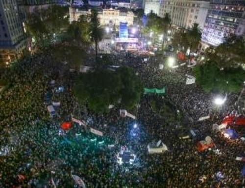 Una multitud repudió el 2x1 a represores en Plaza de Mayo