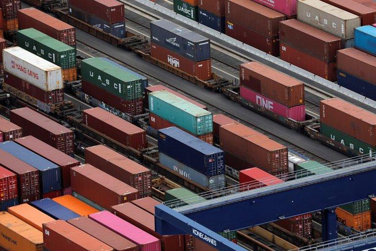Menos productos, problemas para producir y aumento de precios: las consecuencias de los nuevos límites para pagar importaciones