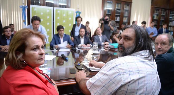 Los gremios rechazaron la oferta de Vidal y analizan un paro