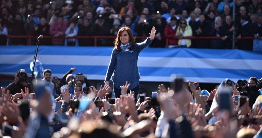 Cristina cenó con intendentes para calmar interna peronista