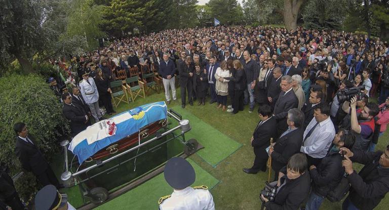 Una multitud acompañó la inhumación de los restos de Das Neves