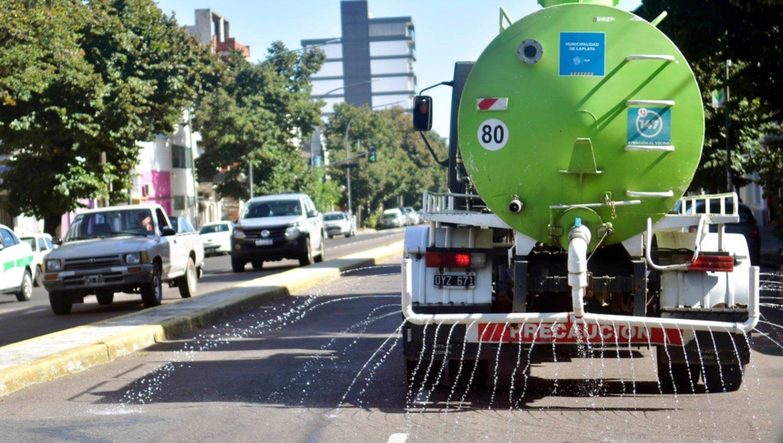 Continúan las tareas de desinfección en las calles de La Plata