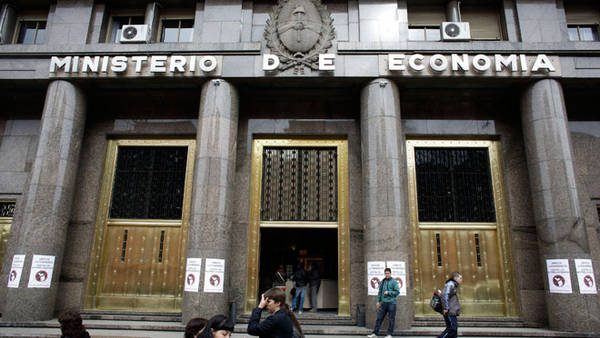 Política económica: sobra Estado presente y faltan inversiones