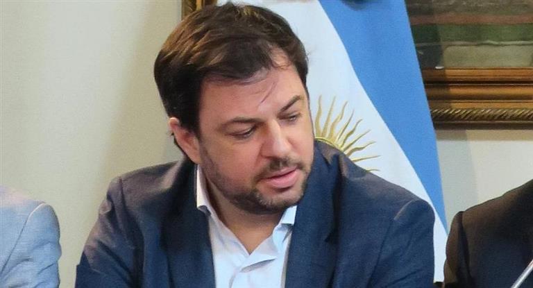 Renunció Díaz Gilligan tras escándalo por la cuenta en Andorra