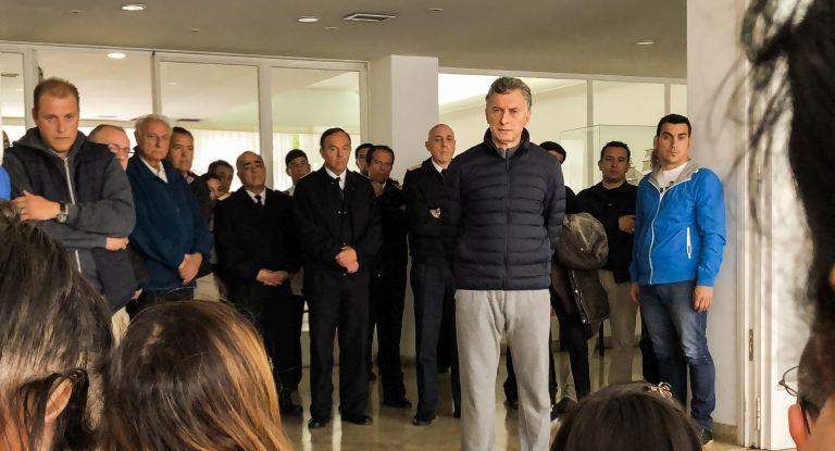 Macri visitó a familiares de los tripulantes