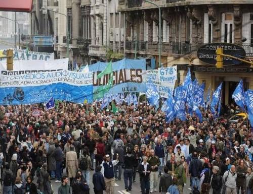 Movimientos sociales, políticos y sindicales se reunirán frente al Parlamento para respaldar el debate del presupuesto.