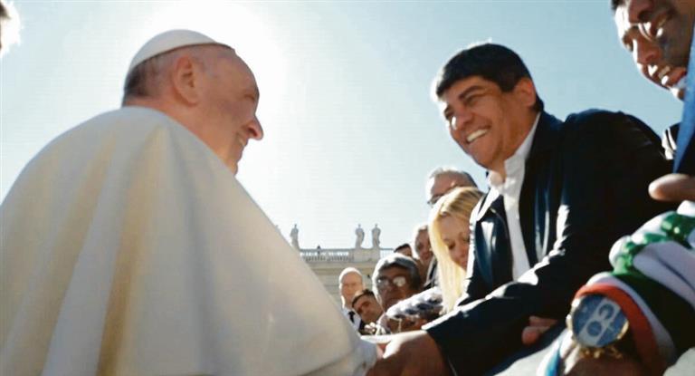 Moyano prepara visita al Papa