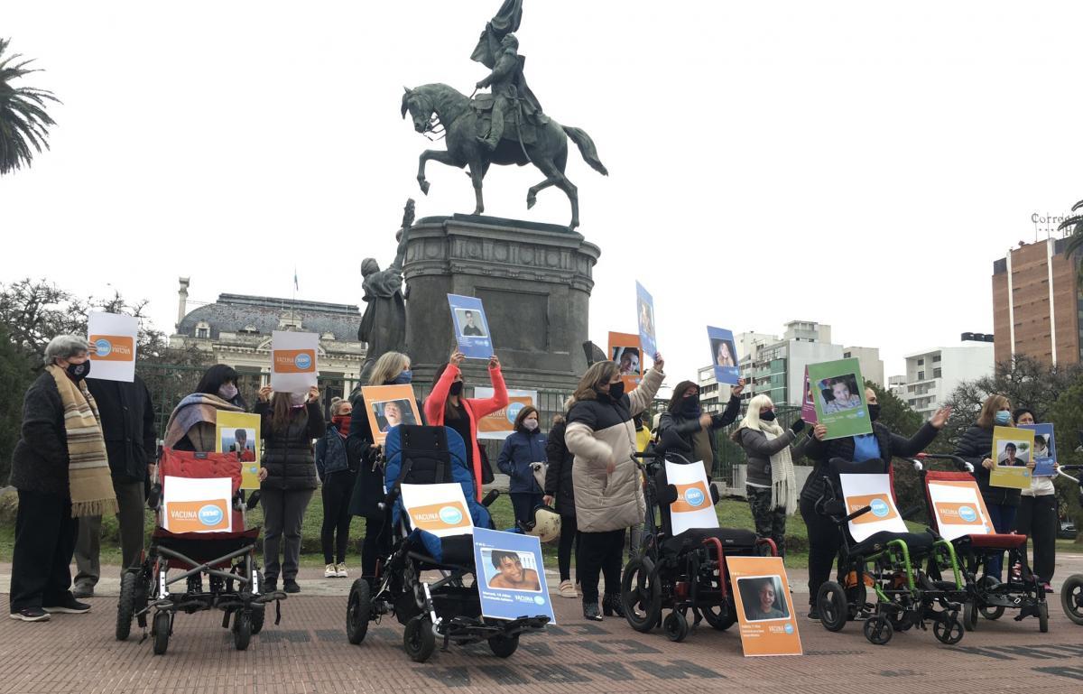 Píparo marchó en La Plata para pedir la vacuna Pfizer