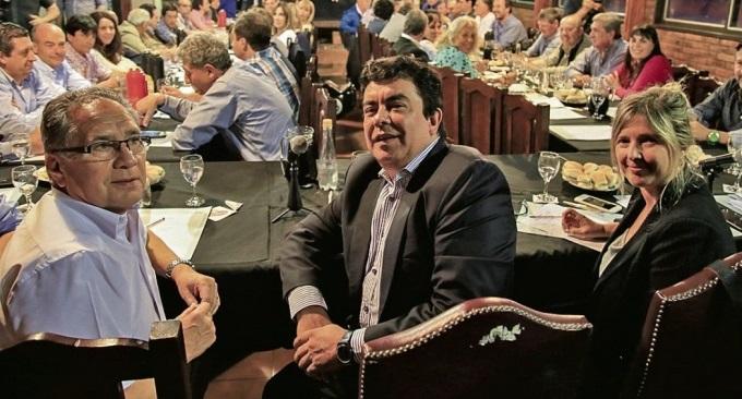 Espinoza y Menéndez al bode la interna