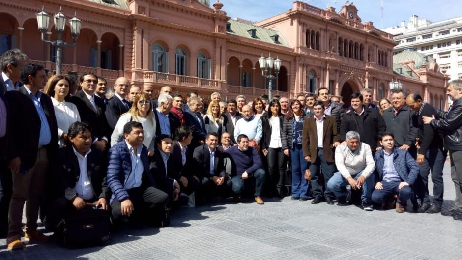 Magario y un grupo de intendentes fueron a la Rosada