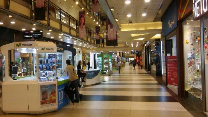 Las ventas en súper y shopping se hundieron hasta 15,1%