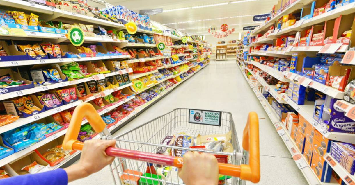 La venta en supermercados bajó 4,2% y en shoppings 2,6%