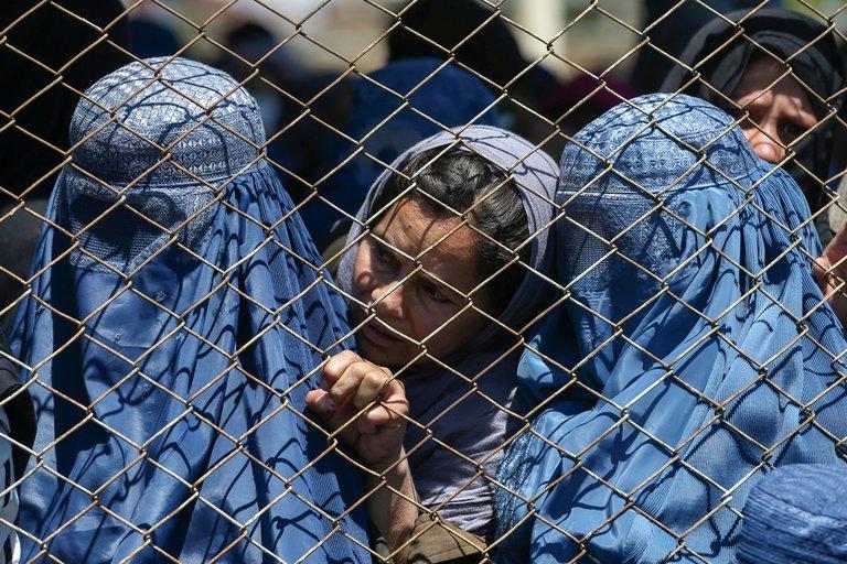 Las prohibiciones y los castigos más crueles que imponen los talibanes a las mujeres