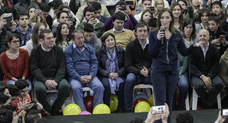 Vidal junto a junto a candidatos en Pilar